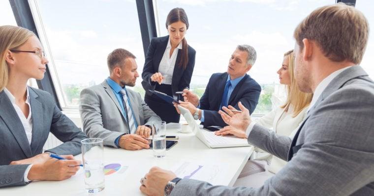 sestanek v pisarni